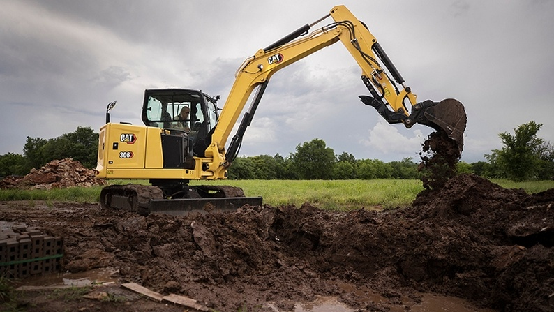 Excavator-digging-hole-in-dirty